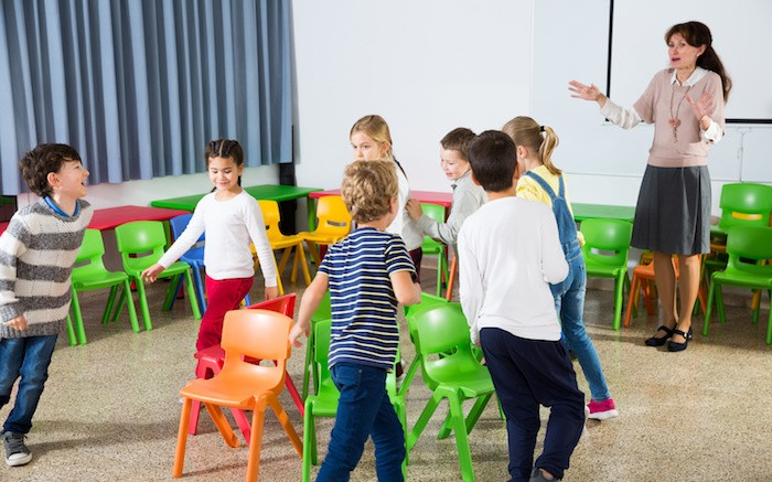 musical chairs : party games for kids